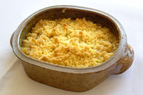 Apfelcrumble in der Auflaufform bis 1 Liter, Kaolin