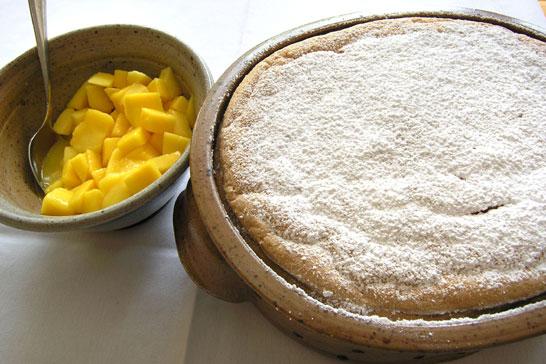 Vanillesoufflé mit Mangokompott in der Aufflaufform bis 3 Liter